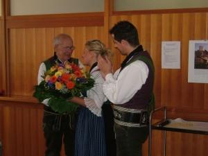 Von links Anton Mantinger, Obfrau Maria Kuppelwieser und Kapellmeister Wolfgang Schrötter